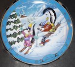 Warner Bros. Gallery Collection - WB Collectors Edition Plate, Pepe le Pew & Penelope Ski et Apres Ski