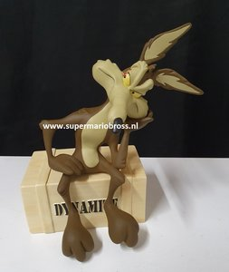 Wile E. Coyote On Dynamite - T m Warner Bros Studios Statue Looney Tunes- 20cm hoog - Boxed broken leg