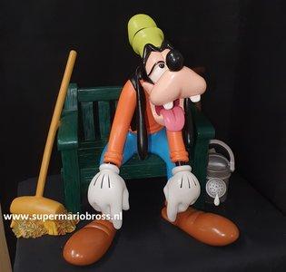 Goofy On Bench - Walt Disney Goofy rust uit op Bankje - Dingo Deco Sculpture polyresin Statue Boxed Beschadigd