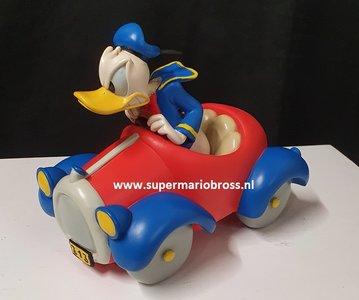 Donald Duck Driving angry in Red Car - Donald Duck boos in Rode Auto - Disney Decoratie- Beeldje Used Boxed