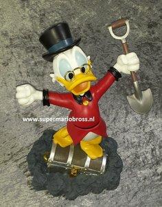 Scrooge Mc Duck Finding on Treasure Chest - Walt Disney Dagobert Duck op Schatkist - Disney Collectible Boxed sculpture