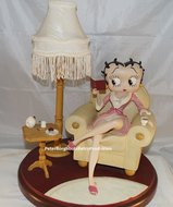 Betty Boop In Armchair Table Lamp - Dekoratiebeeldje - Used