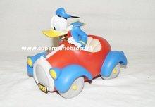 Donald Duck in Red Car - Donald Duck Rode Auto - Disney Decoratie- Beeldje Boxed