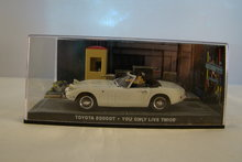 TOYOTA 2000 GT - YOU ONLY LIVE TWICE - 007 James Bond Car Collection
