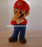 Mario Met Armen over Elkaar Pvc Figurine