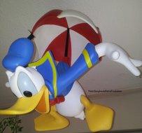 Donald Duck on Umbrella - Disney Decoratie beeld
