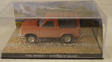 Ford Bronco II - Quantum Of Solace - 007 James Bond Car Collection Perspex Box